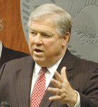 Mississippi: Barbour targets Medicaid as way to balance budget