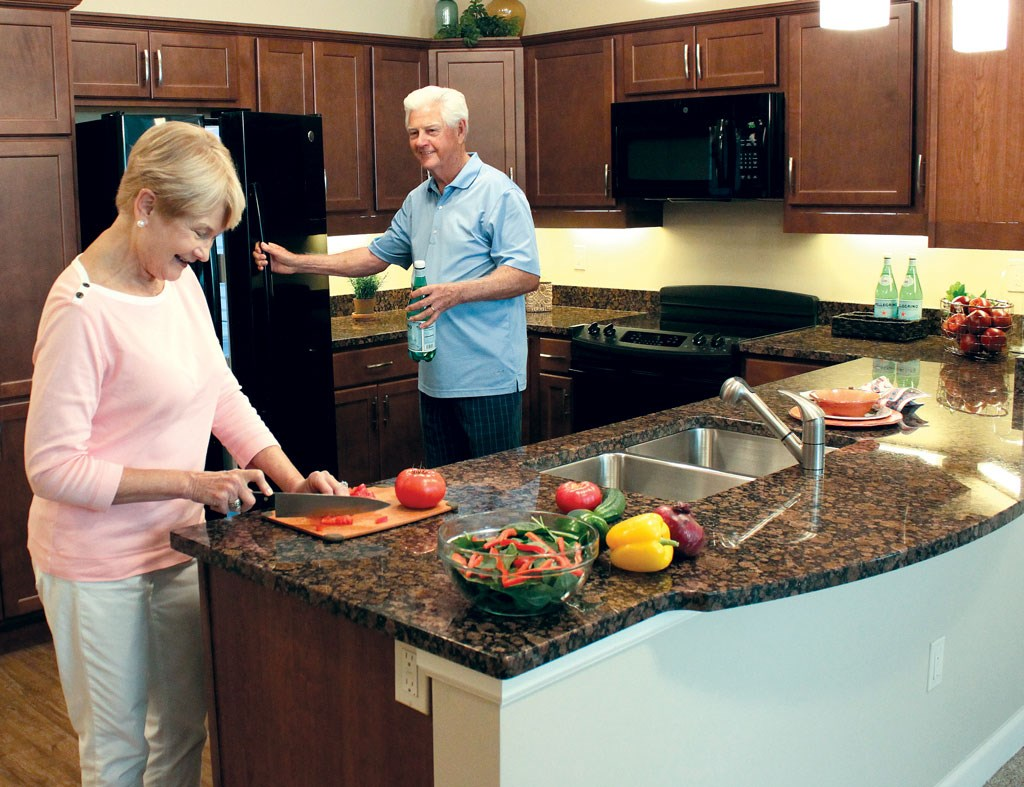 Long-term care facilities and communities can't go wrong with giving seniors plenty of dining options, ranging from a variety of restaurants to the ability to cook.